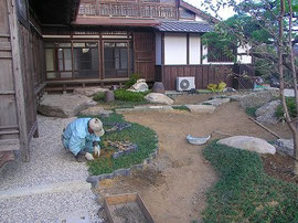 造園工事 既存瓦を再利用 (1)