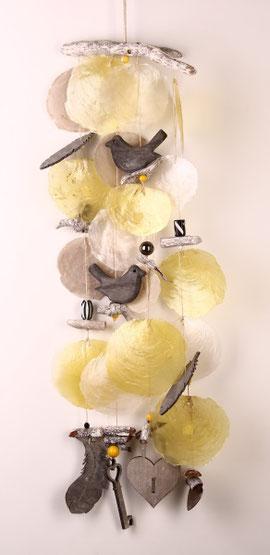 Klangspiel in grau-gelb
