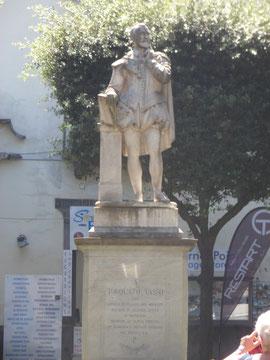 Estatua dedeicada a Tasso en Sorrento, Italia