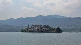 Am Donnerstag bereisten wir den Ortasee, Foto zeigt die Insel San Giulio.