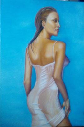 femme tunique mouillée par la mer