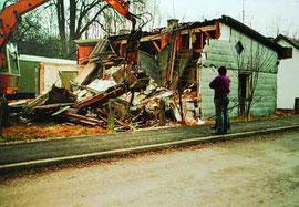 Abriss eines alten Motorradvereinshauses im Jahr 1994