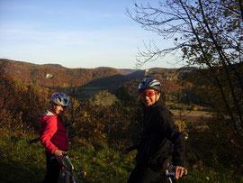 Blick von der Streitburg zur Neideck über der Wiesenttal-Schleife