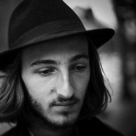 portrait homme chapeau