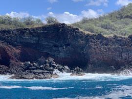 火の女神ペレ様の溶岩やラバーチューブなどを見ながら港へ向かいます。