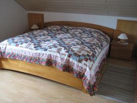 Doppelbett mit  200 x 200 cm Liegefläche