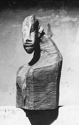 Rhose Woman, 1998, Bronze, 80 x 39 x 50 cm