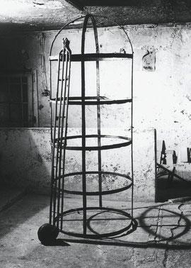Der Fall, 1993, Bronze, 3 Exemplare, Höhe 240 cm