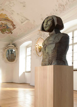 Büste Mada II, 2001/07, Bronze, 6 Exemplare, 95 x 42 x 40 cm