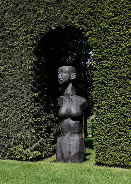 Roes III, 2009, Bronze, 164 x 50 x 50 cm