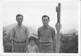 左:二代目 中央:四代目 初男 右:三代目 吉郎