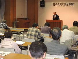 国会情勢や、日本共産党国会議員団の活動などについて語る、うえむらさん