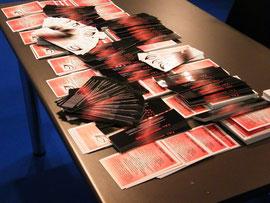 tavolo con materiale pubblicitario presente all'expo libri 2011