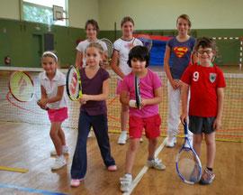 Au 2ème rang, de g. à d. : Elisa, Emeline et Célia. Au 1er rang : Elisa, Justine, Capucine et Achille