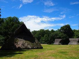 竪穴式住居もあります。