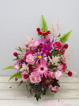 ピンク系のお花でアレンジメント