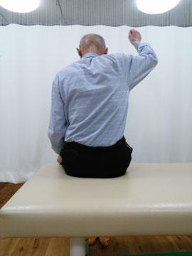 肩痛で右腕が上がらない 施術前