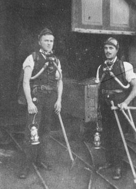 Mitglieder der Grubenwehr mit Atemschutzgeräten