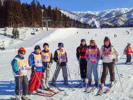小学校スキー授業で指導ボランティアに参加