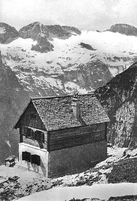 Die auf den Fundamenten der Findenegghütte erbaute Corsi Hütte im Jahre 1935