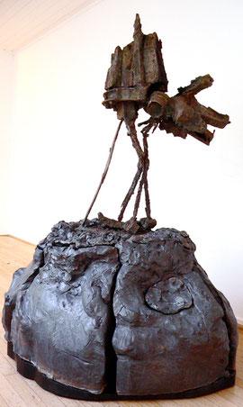 """Thomas Virnich """"Menine (Falke Schloß Neuschwanstein)"""", 1999-2012, Bronze, Stahl, Steingut hoch gebrannt, verlorener Guß, 155x110x100cm"""