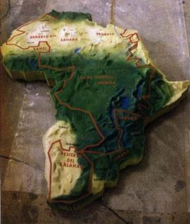 Trazado de Paris Dakar sobre una maqueta en relieve de Africa. 5 mts.