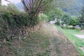 N°17/ Le Chemin du Poey arrive bien propre au village d'Accous.