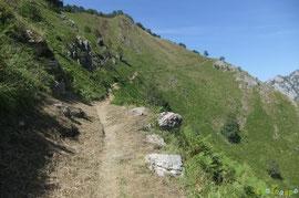 N°27/ Rejoignant la Crête d'Ourtasse, le chemin, vu le fauchage de qualité, ondule en sécurité à travers pente.