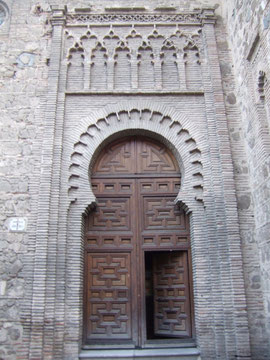 "Portal der ""Parroquia de Santiago"" im Mudejarstil"