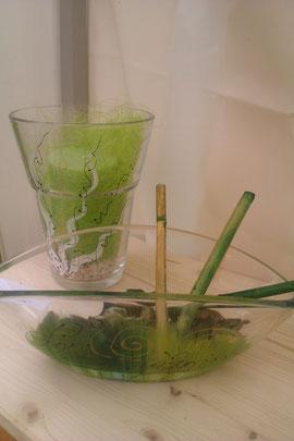 """Glasschale und Glasvase in einem tollen Grünton, Muster """"AMORE"""" Schale € 19,-  Vase € 22,-"""