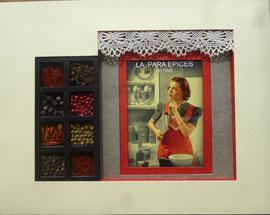épices dans un boitage, sous carte rouge et petit rideau de dentelles