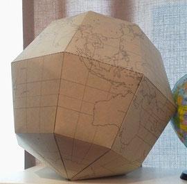 紙製の地球儀です