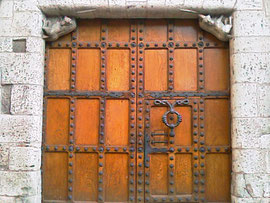 Puerta Casa del Cordon