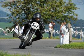 Edy auf Ducati 450 Desmo