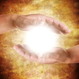 lebeinfreiheit.de- Hände mit Licht- Seminar, Hamburg, Heiler, Energiearbeit, ganzheitliche Beratung, spirituelle Heilung, Transformation, Persönlichkeitsentwicklung, bedingungslose Liebe, ganzheitliches Coaching, Bewusstseinserweiterung