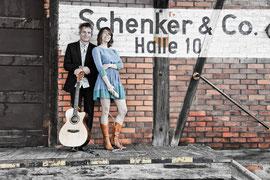 Tiny Ballroom Orchestra - TBO, Sängerin und Gitarrist aus Freiburg