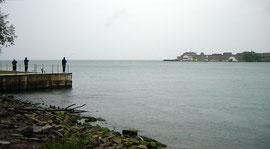 Der Fluß Niagara mündet in den Ontario See