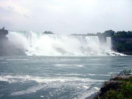American Falls und rechts die kleinen Bridal Veil Falls