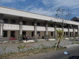 小学校はピカピカの新設校舎