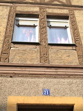 Das Schmuckfachwerk am Haus in der Apostelgasse 21 (Ecke Zehntstraße)