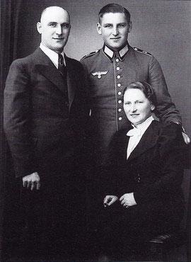 Gretel Baumbach mit ihrem Sohn Otto