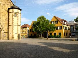 St. Johanniskirche - rechts das Gunnar-Wester-Haus