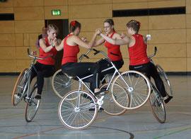 Die Weltmeisterinnen im Vierer-Kunstradfahren Frauen