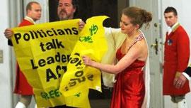 Greenpeace aktivister aktionerer ved galamiddag på Christiansborg