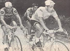 Letort en jaune devant Poulidor lors de la 6ème étape:Mulhouse-Ballon d'Alsace