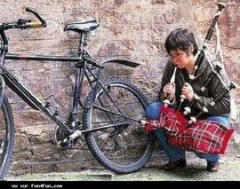 Souffler n'est pas jouer, même s'il est gonflé ce touriste écossais !