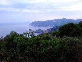 Blick auf Peleokastritsa von Süden