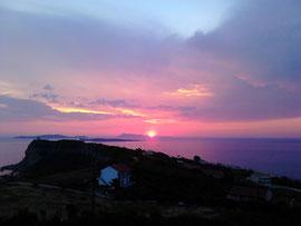 Sonnenuntergang bei der Abendwanderung im Akrotiri
