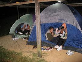 夜のキャンプ場はわくわくとドキドキ