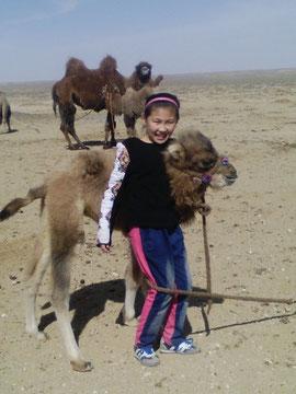 アルナさん(13歳)   モンゴル民族完全中学校
